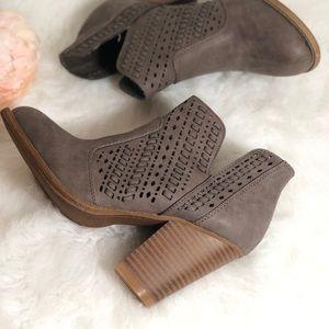 Daisy Fuentes Size 8 Booties Boot Mushroom